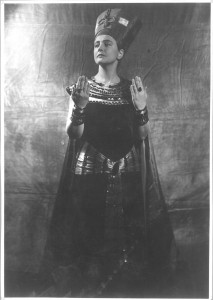 Antonia Dietrich as Cleopatra At the Schauspielhaus, Dresden, 1940-41. Photo by Reinhard Berger. http://www.deutschefotothek.de/obj87505080.html Europeana