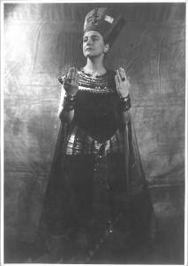 Antonia Dietrich as Cleopatra At the Schauspielhaus, Dresden, 1940-41. Photo by Reinhard Berger. http://www.deutschefotothek.de/obj87505080.html Europeana