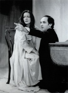 Mikel Lambert as Gertrude, Ben Kingsley as Hamlet, TOP 1975
