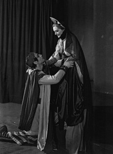 Laurence Olivier as Coriolanus and Sybil Thorndike as Volumnia, Old Vic 1938. Photo from the Collections of the V&A