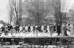 The cast for Pan's Anniversary, in front of the Memorial Theatre. The maypole dancing girls, in white, are seated.